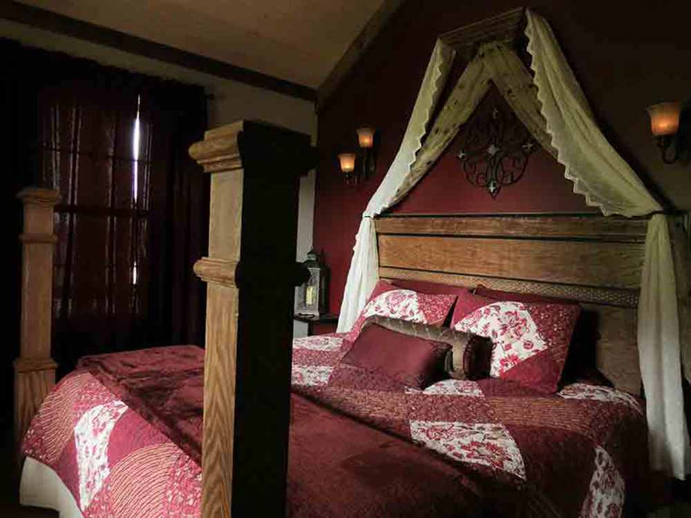 Cozy king size four poster bed french gothic